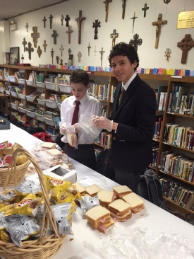 Lower School sandwich-making lights the way for LAMP Catholic Ministries